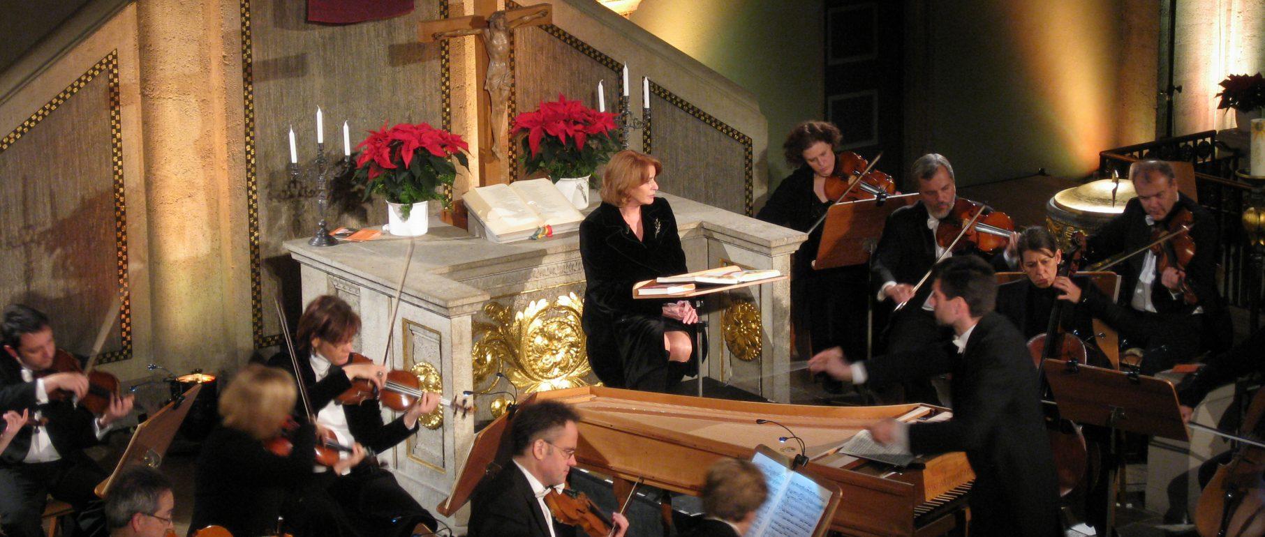 """""""Europäische Weihnacht"""" mit Senta Berger und dem Südwestdeutschen Kammerorchester Pforzheim (Foto: Simon Dolacek))"""