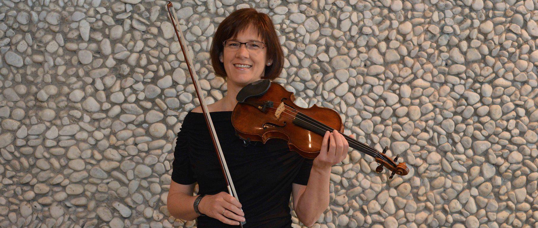 Gabriele Etz, 2. Violine (Stimmführerin)