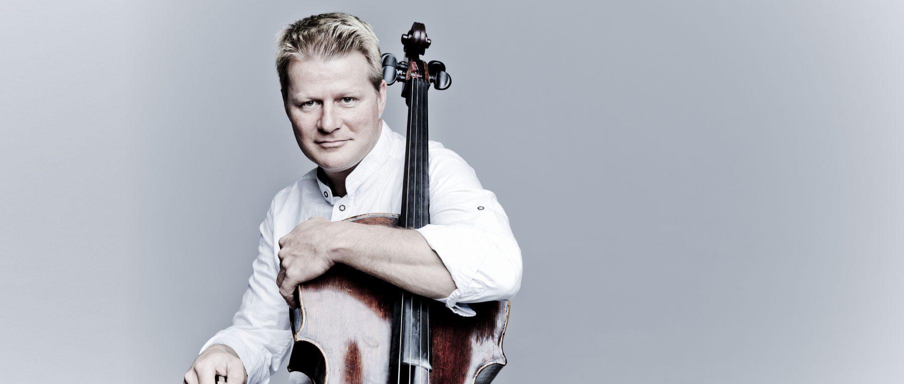 Portrait von László Fenyö, Cello