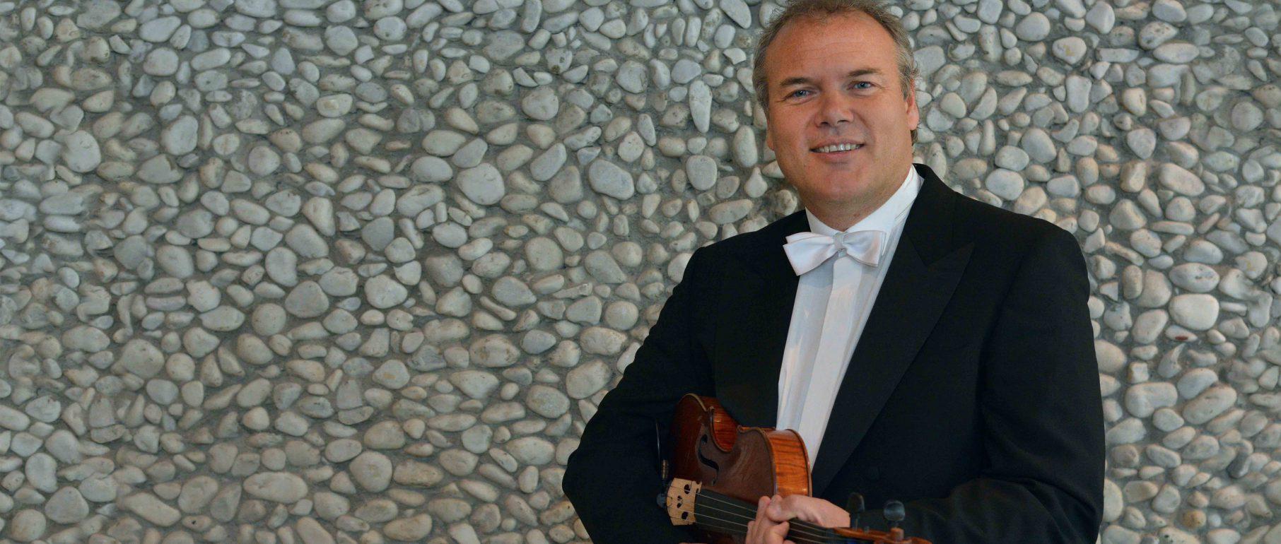 Tomasz Korniluk, Viola